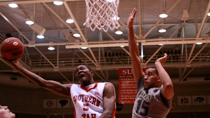 Ray Jones Jr. scored a team-high 14 points in the T-Bird men's basketball team's 84-66 loss at Weber Saturday night night.